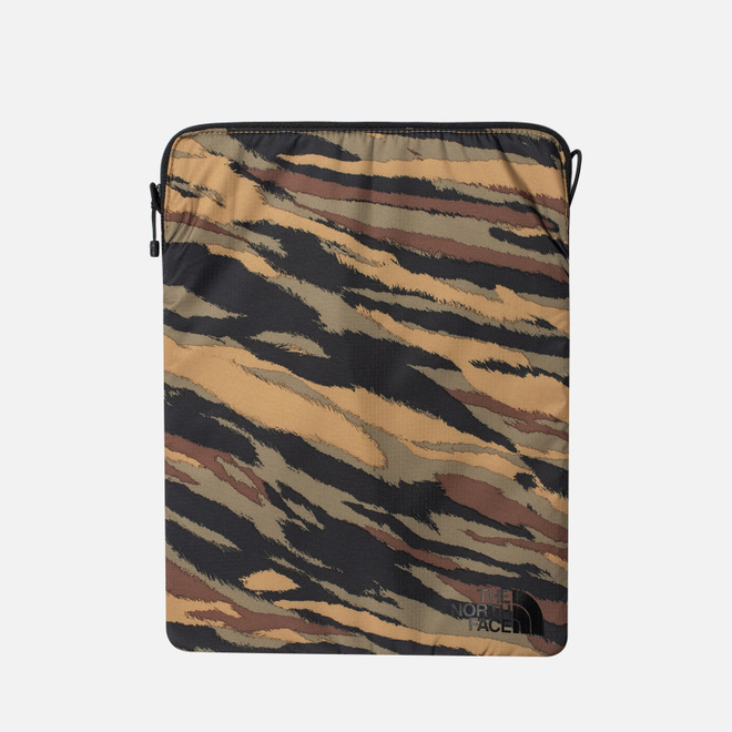 Чехол The North Face Flyweight Laptop 13 Britsh Khaki Tiger Camo Print\TNF Black