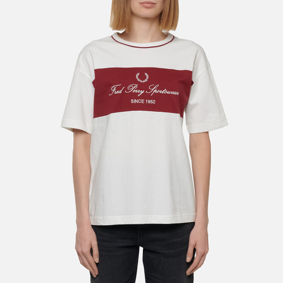 Женская футболка Fred Perry Modernist Streetwear Embroidered Panel Snow White