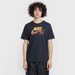 Мужская футболка Nike SB x NBA Dri-Fit Logo Black/Team Red/University Gold фото- 1