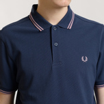 Мужское поло Fred Perry M3600 Twin Tipped Dark Carbon/Pale Lilac/Pale Lilac фото- 2