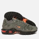 Подростковые кроссовки Nike Air Max Plus SE GS Dark Stucco/Total Orange/Olive Black фото- 1