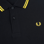 Мужское поло Fred Perry M1200 Twin Tipped Black/New Yellow фото- 2