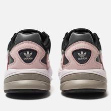 Женские кроссовки adidas Originals Falcon Core Black/Core Black/Pink фото- 2