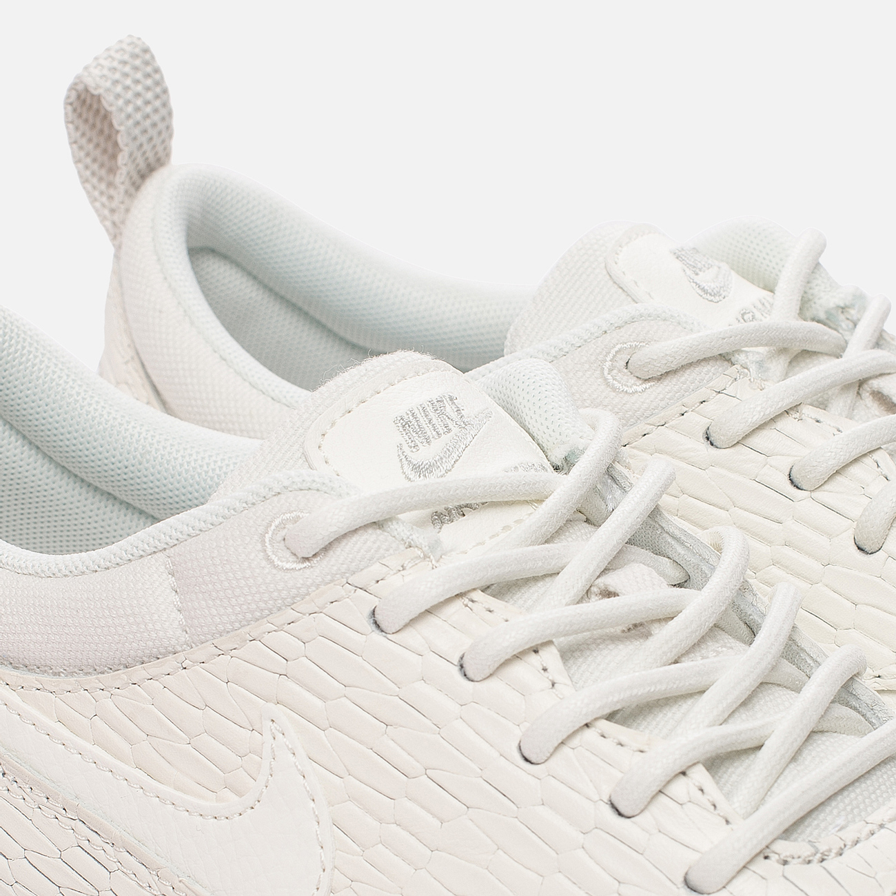 Женские кроссовки Nike Air Max Thea Premium Leather 904500 100