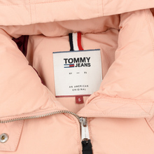 Женский пуховик Tommy Jeans Tommy Detail Puffa Hooded Pink Sand фото- 1