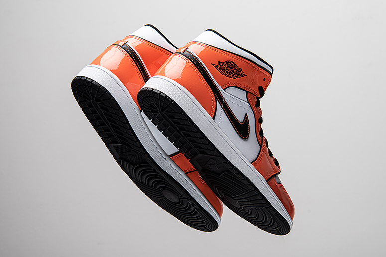 Air Jordan 1 Mid SE Turf Orange: лакированный рыжий
