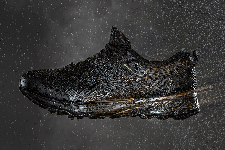 Кроссовки с водонепроницаемой и дышащей мембраной GORE-TEX