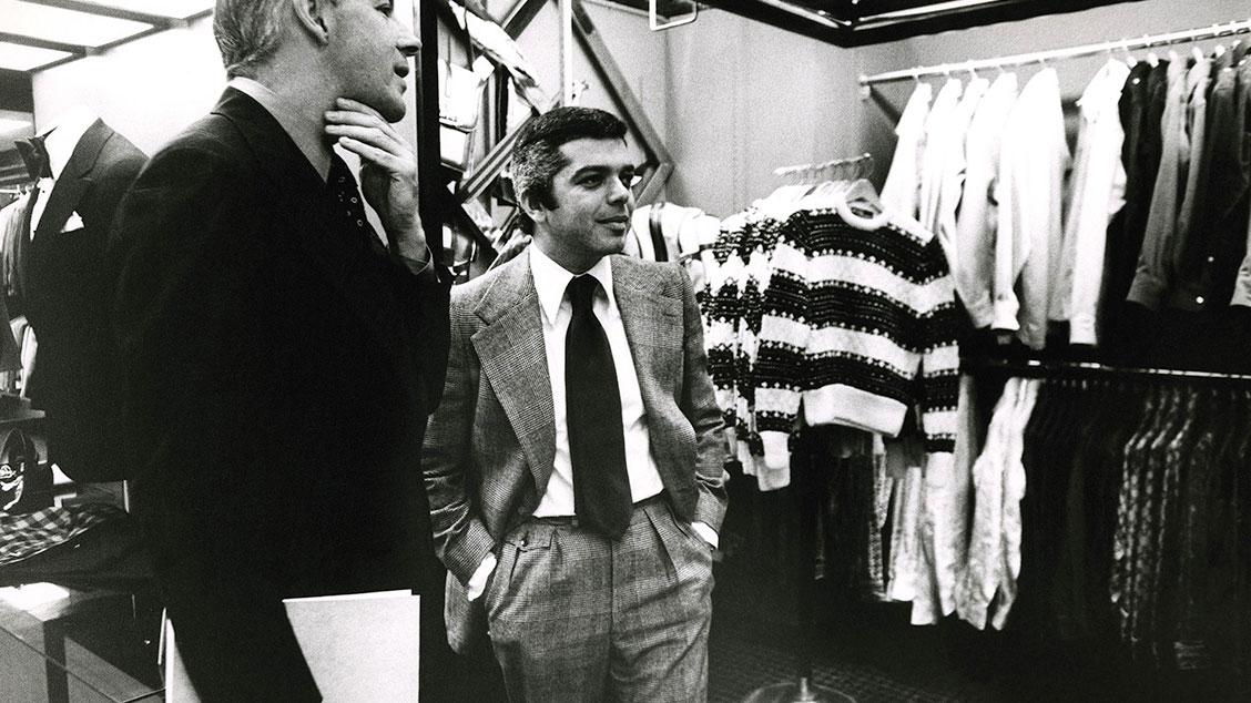1971 год, Ральф Лорен в своём бутике в Bloomingdale's