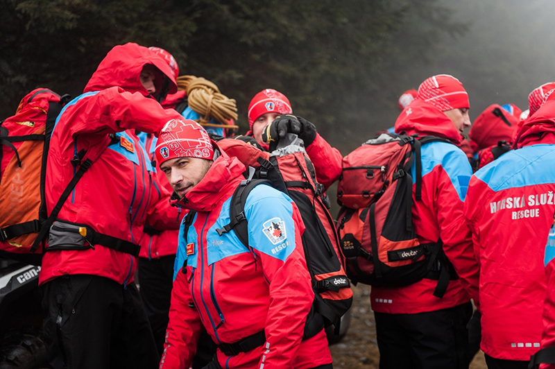 Чешская спасательная команда вкуртках Tilak