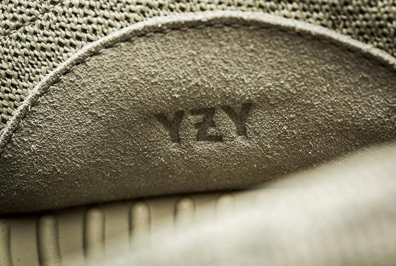 Лого YEEZY