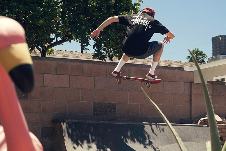 Скейтбордист в Stussy