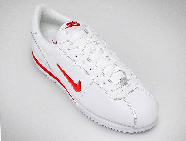 Jewel Swoosh попал и на Cortez, первые кроссовки Nike