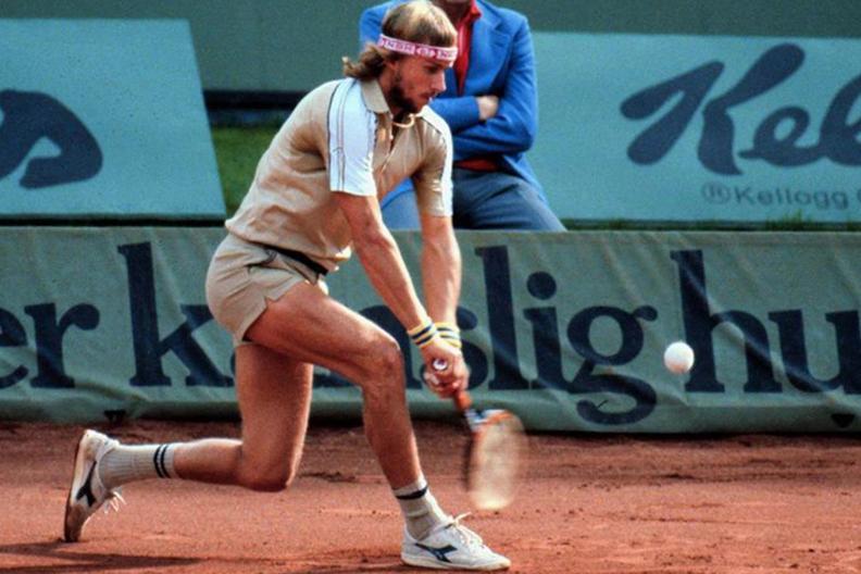 Шведский профессиональный теннисист Бьорн Борг в кроссовках B.B. Elite