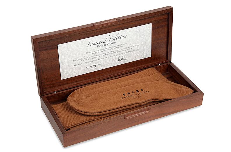Рекордно дорогие носки FALKE из пуха редкой перуанской викуньи
