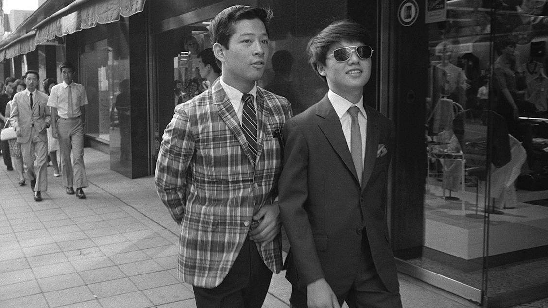 Представители субкультуры Миюки-зоку на улицах Токио