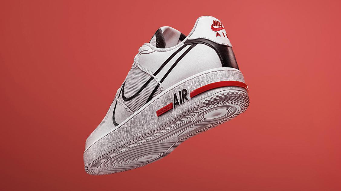 Современная версия Air Force 1 с технологией амортизации Nike React