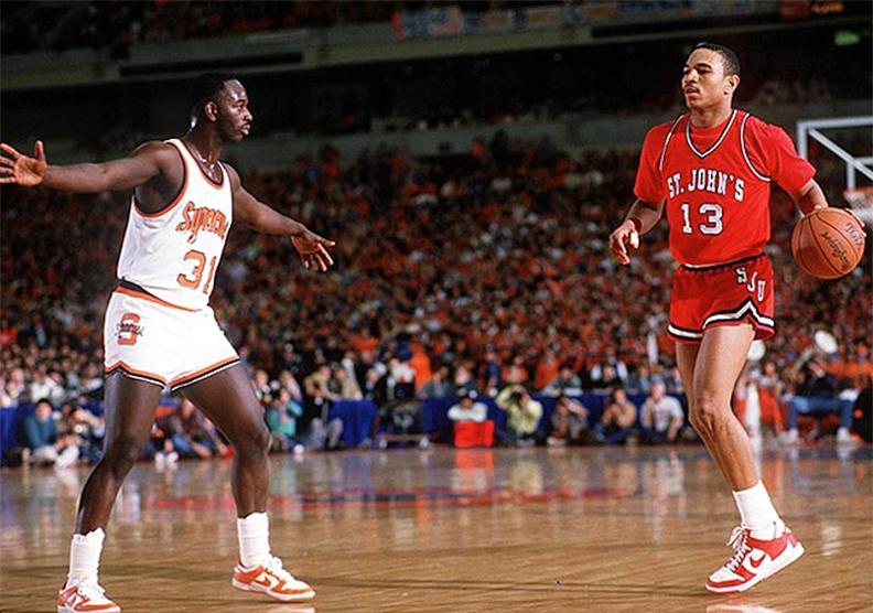 Атлеты команд университетов Syracuse и St. John's в Nike Dunk