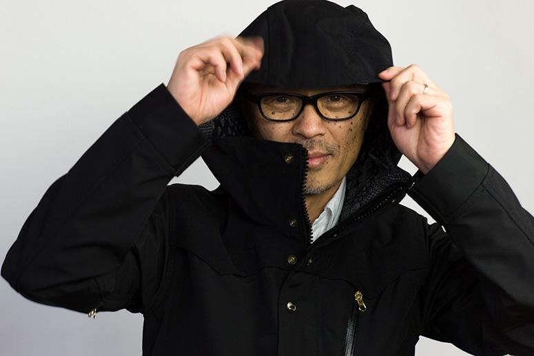 Эйитиро Хомма в куртке nanamica