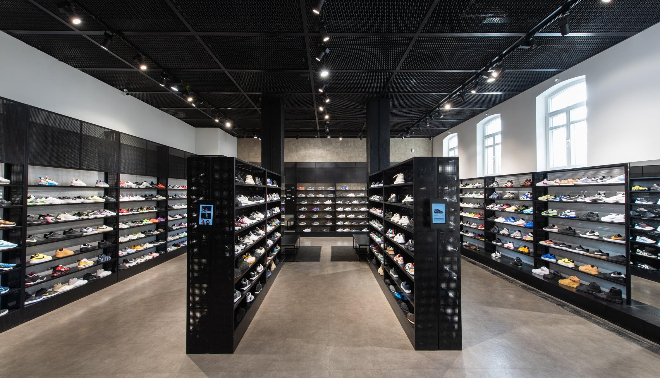 Брендшоп Sneaker store